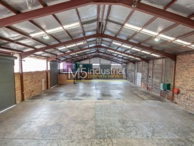1,054sqm - PRICE REDUCED High Clearance Warehouse with HUGE Exposure