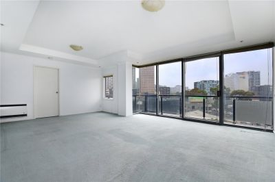Park 88: Spacious and Light-filled Three Bedroom Apartment!