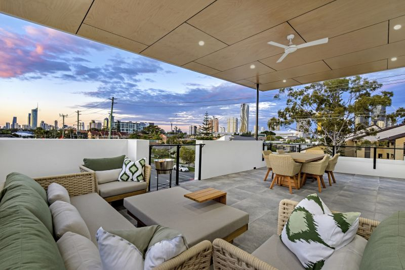 Luxury Broadbeach Waters Living