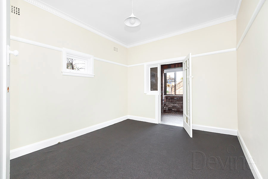 2/1 Loftus Crescent, Homebush