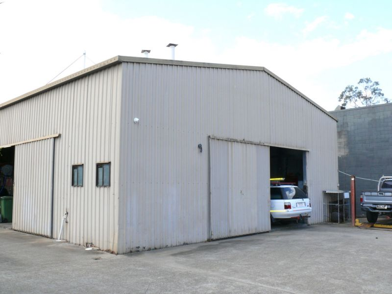 373m2* Industrial Warehouse With Office