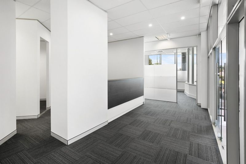 MODERN COMMERCIAL BUILDING IN WALKING DISTANCE TO NORTHERN BEACHES HOSPITAL