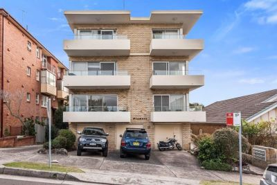 LOVELY THREE BEDROOM APARTMENT A WALK TO COOGEE BEACH