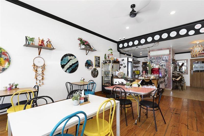 Award winning Cafe' High exposure location!