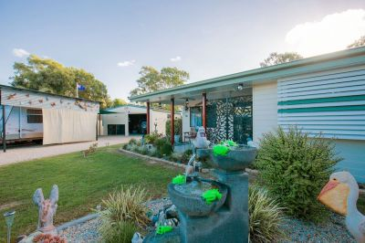 ULTIMATE BEACH-SIDE RETIREMENT HOME in MOORE PARK BEACH!