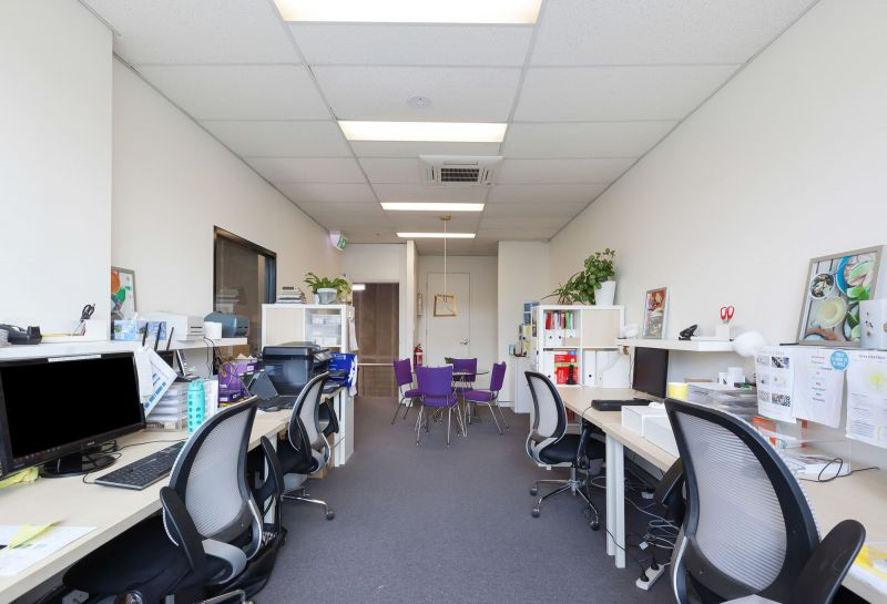 LEASED BY KYLE DEWEY - 153m² Modern Office/Warehouse Unit