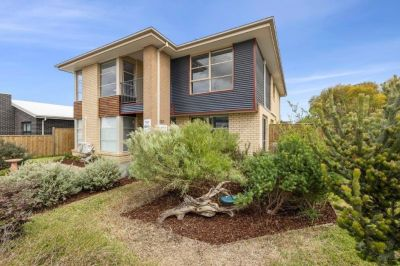 Large family home with flexible floor plan to work from home or run a home based business