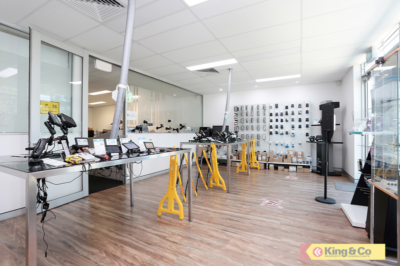 WELL EXPOSED - SHOWROOM / OFFICE