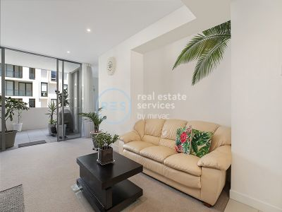 Stunning Oversized 1-Bedroom Apartment With a Separate Study in Harold Park