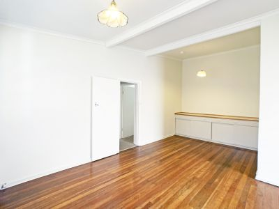 REMARKABLE LOCATION - NEAR CAFES, BEACHES AND PUBLIC TRANS!