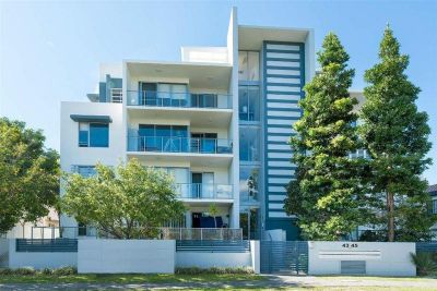 Fully Furnished Chevron Island Apartment in heart of Surfers Paradise