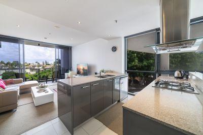 Ultra Modern Riverfront Apartment - furnished