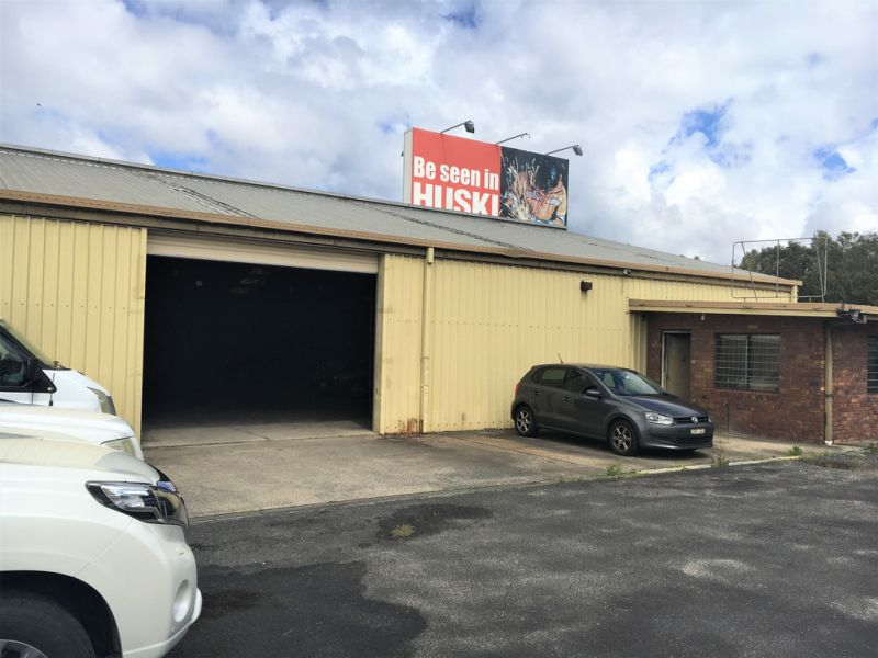 Looking for a Warehouse plus Gated Hardstand near Airport?