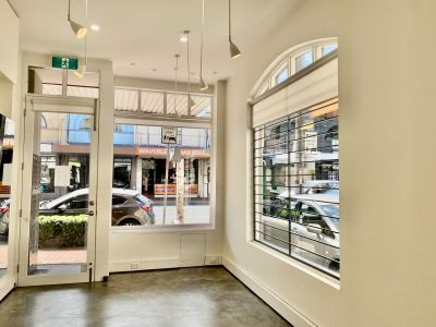 IMMACULATE RETAIL SPACE WITH NOTHING TO DO. LIGHTING, FLOORS AND PAINTING ALL DONE. VACANT - MOVE STRAIGHT IN. $690 Per week!