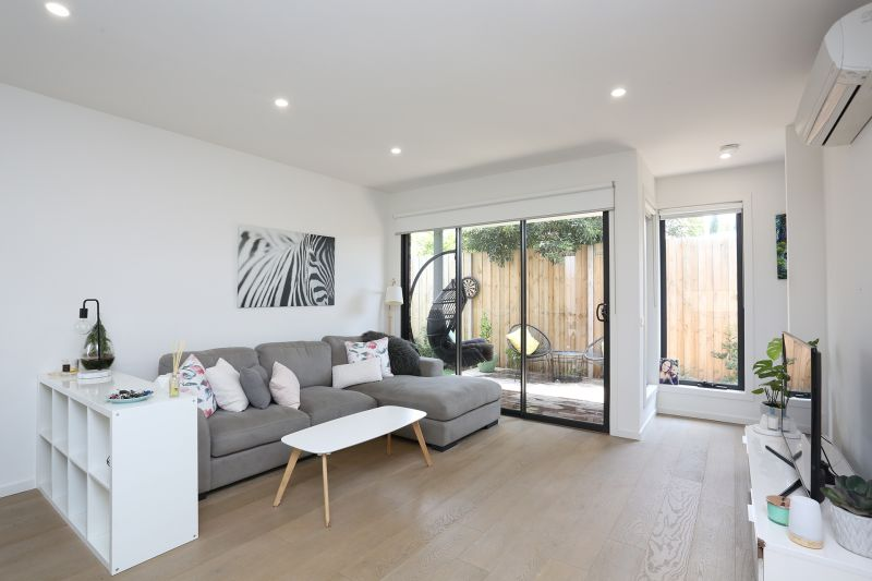 LOCK UP GARAGE, PRIVATE COURTYARD, GREAT LOCATION