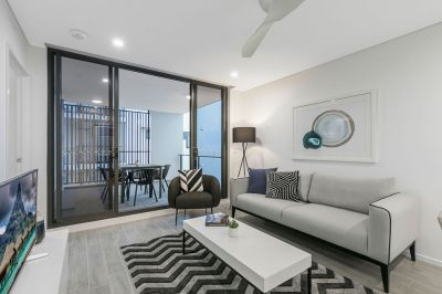 Close To Transport & Double Balconies With Views
