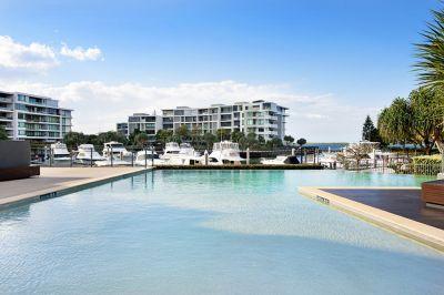 Contemporary Coastal Comfort in a Splendid Broadwater Setting!