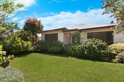 Spacious 3/4 bedroom house, close to beach and CBD