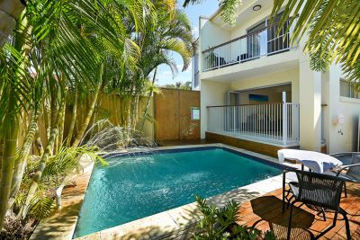 Simple and Easy Paradise Point Living!