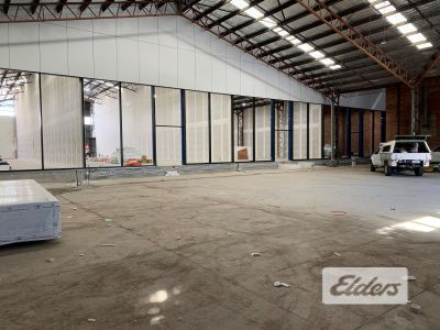 SHOWROOM OPPORTUNITY IN WEST END - MASSIVE STREET FRONTAGE!!