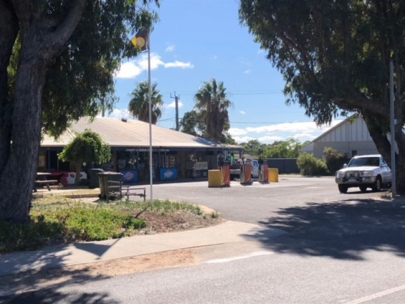 PRESTON BEACH GENERAL STORE FOR SALE Freehold and business total land area 2800m2 including 3 bedroom home adjacent to shop
