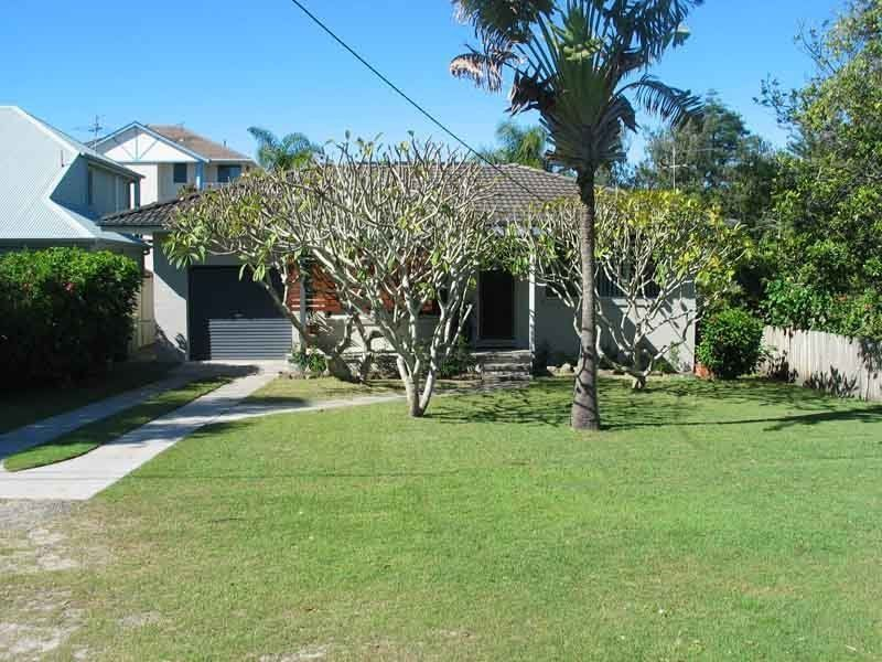 Great little house - Only one street away from the beach
