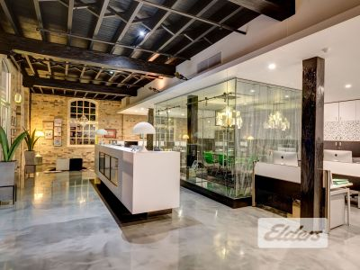 HIGH END, BOUTIQUE OPPORTUNITY IN WOOLSTORE!