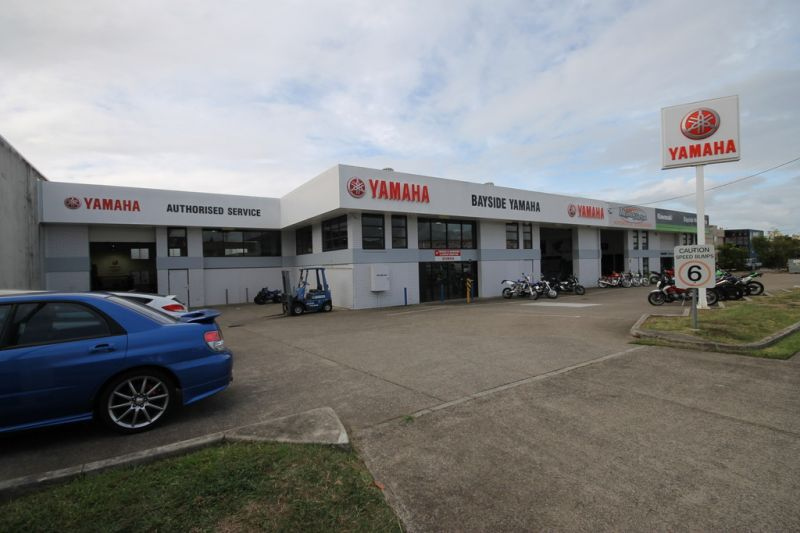1105m2 Retail Showroom Visible From Redland Bay Road