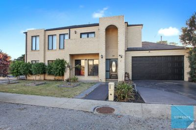 5 bedroom Family Home In Cypress Views!