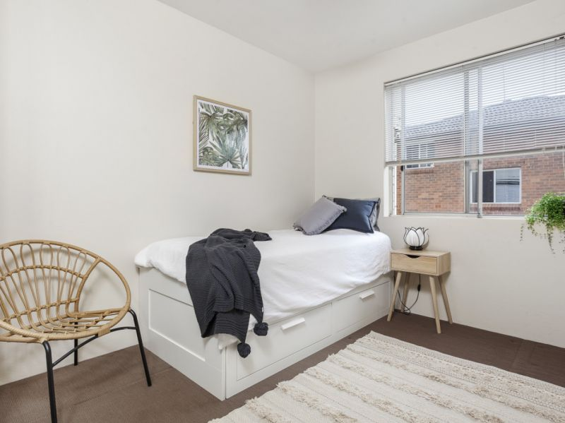 Conveniently located & well presented apartment