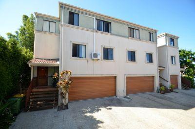 WOW' A House Sized, Pet friendly, Stylish Townhouse