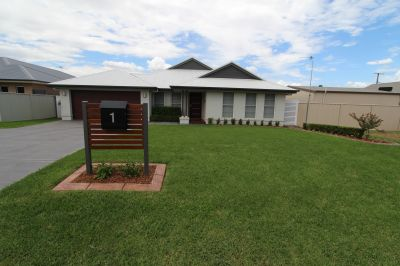 Modern 4-5 bedroom family home that will make everyone in your family happy!!