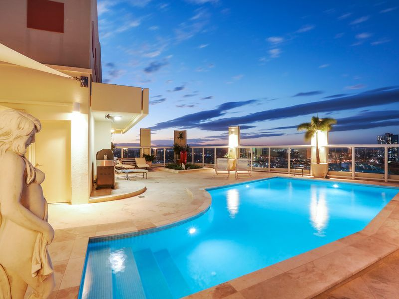 Breathtaking Ocean-View Penthouse, Private Rooftop Entertaining and Pool