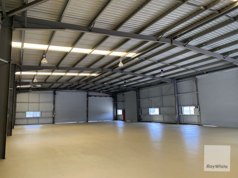 Fully Fenced Free Standing Industrial Building with Large Concrete Hardstand Area