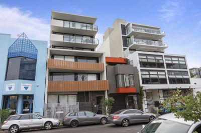 Designer Apartment In The Center Of Urban Port Melbourne Living!