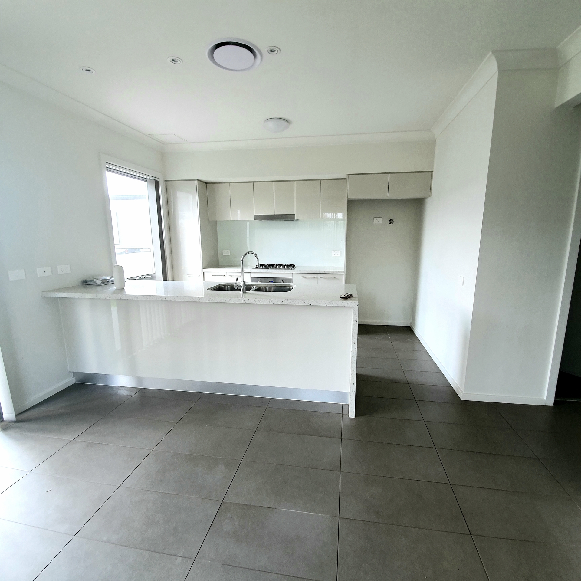Moorebank 13 Mooney Ave