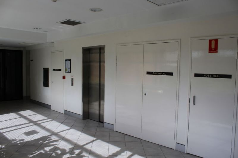 OPEN PLAN OFFICE AVAILABLE