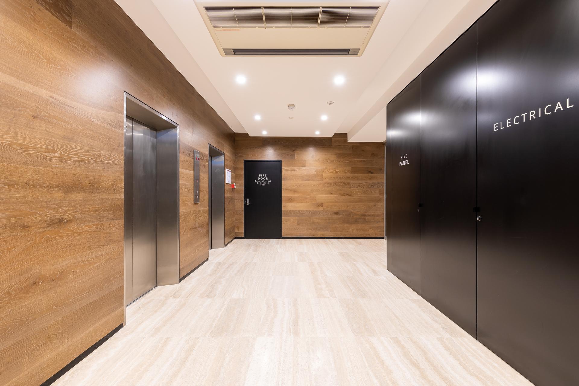 UNIQUE TOP FLOOR OFFICE - MODERN FITOUT