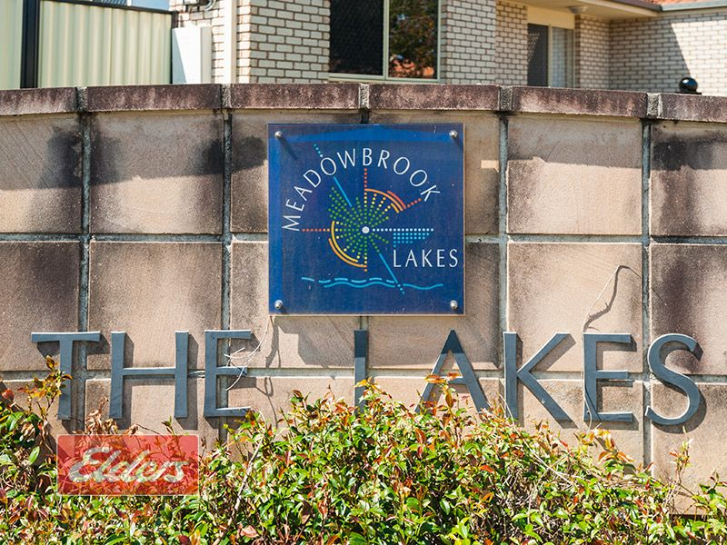 2 Lakes Entrance, Meadowbrook