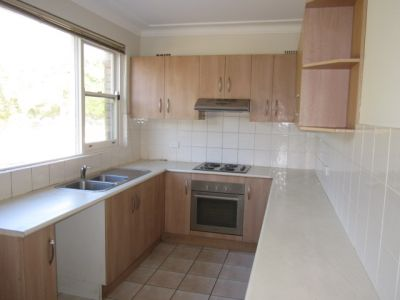 Spacious Apartment In Convenient Locale!