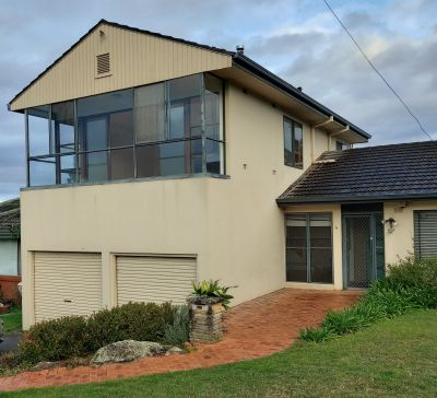 Townhouse 2 bedroom 1 bathroom large living and dining spaces - private entrance