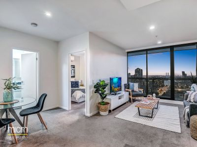 Art on the Park: Gorgeous Two Bedroom Apartment with Flagstaff Garden View!
