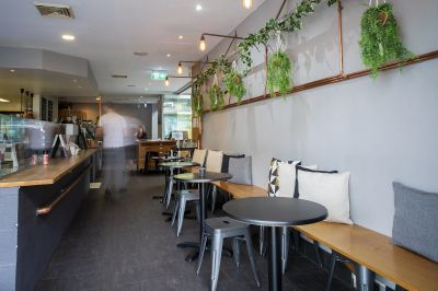 Cafe in the best location - Eat Street - Commercial Building
