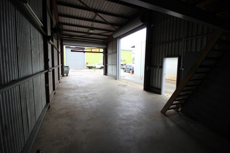 130 sqm Warehouse/Offices/Showroom For Lease