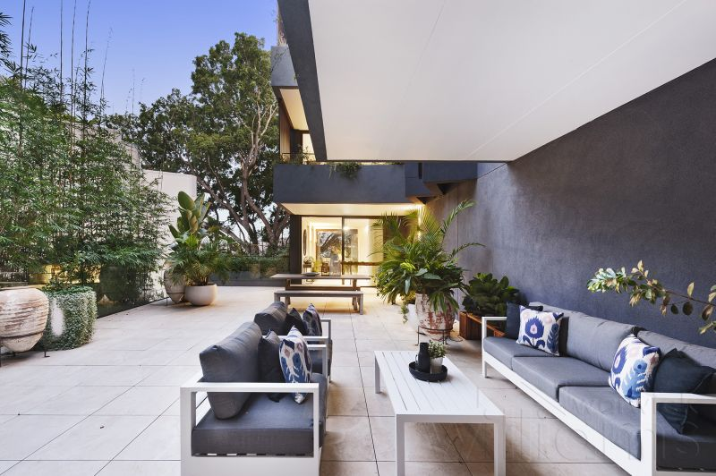 New Luxury Apartment With Spacious Courtyard