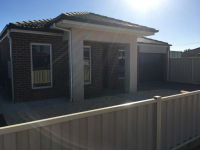 FIRST CLASS TENANT WANTED! Fabulous House in the Heart of Werribee!