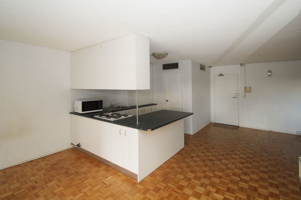 SPACIOUS STUDIO, RIGHT IN THE HEART OF BONDI JUNCTION!