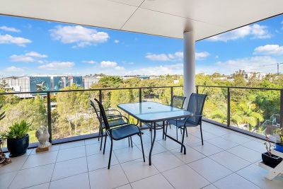Robina Central Living - Boutique of 18 Apartments