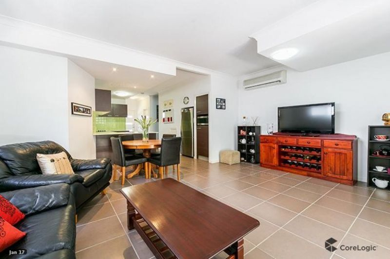 BEAUTIFULLY PRESENTED THREE BEDROOM TOWNHOUSE