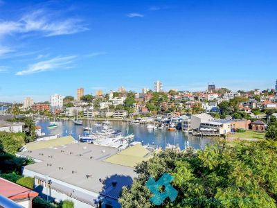 EXECUTIVE HARBOURSIDE RESIDENCE WITH GLORIOUS ROOFTOP TERRACE